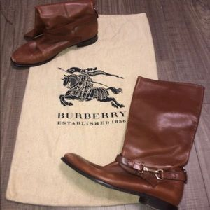 Burberry womens boots size 40